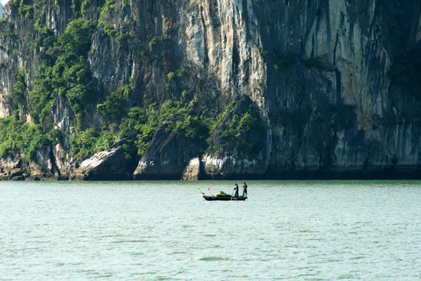 Fischer in Ha-Long-Bay Vietnam
