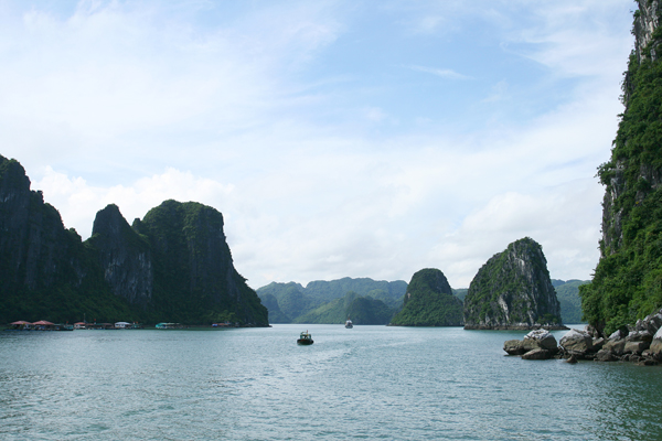 Mit dem Boot durch die Ha-Long-Bay in Vietnam